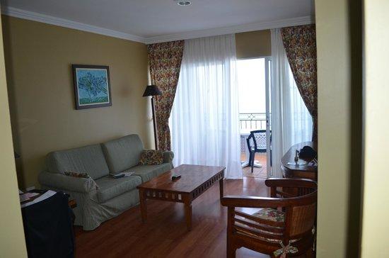 La Quinta Park Suites: la salle de séjorj