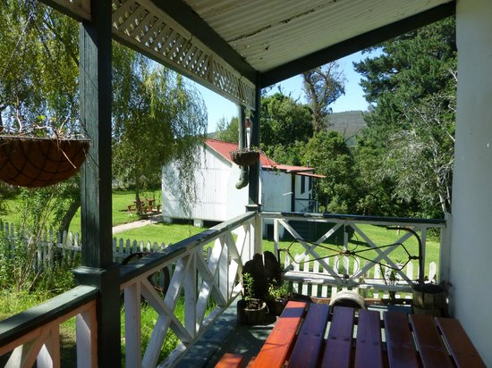 Millwood Goldmine Tours : Cool verandah