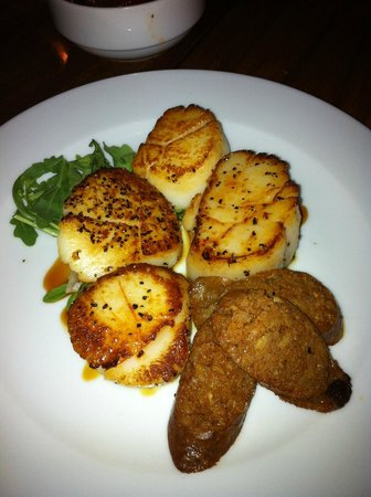 Commonwealth Restaurant & Skybar : Scallops with Andouille