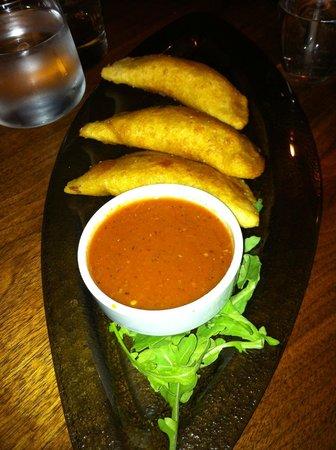 Commonwealth Restaurant & Skybar : Empanadas