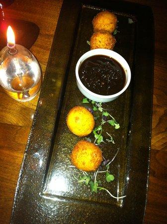 Commonwealth Restaurant & Skybar : Stuffed Cheese Balls