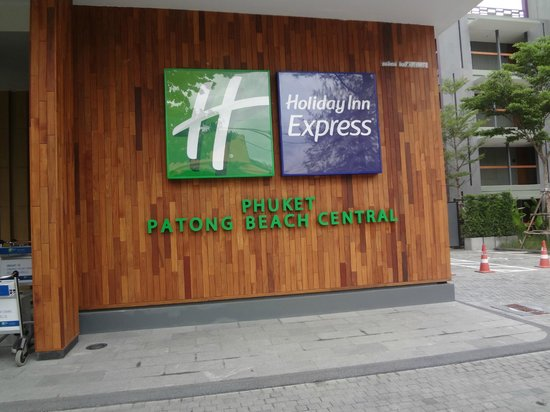 Holiday Inn Express Phuket Patong Beach Central: Entrance