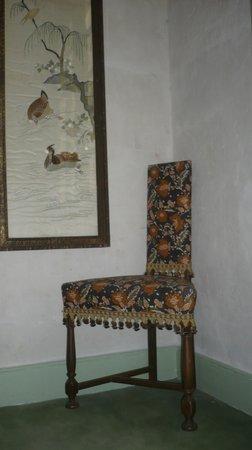 Galerie Huit : Artwork on staircase