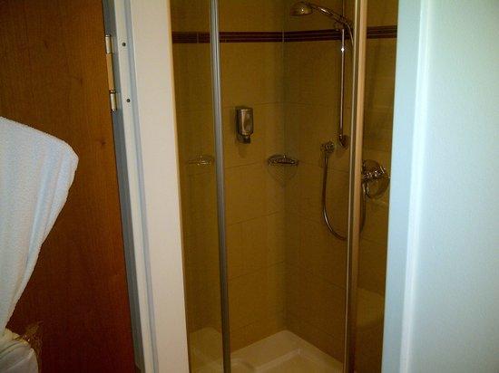 Platzl Hotel : salle de bain douche