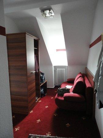Hotel Burgschmiet: Il piccolo soggiorno di accesso alla camera