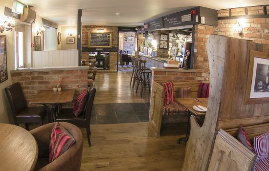 The Fox at Peasemore: Bar and Dining area