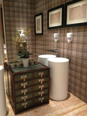 Caramel Coffee: The chic bathroom of the Left Bank location