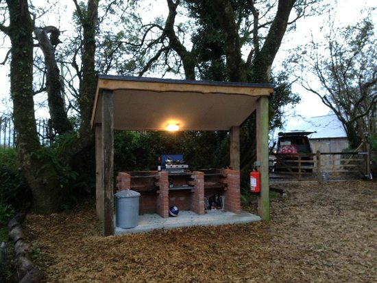 Quarry Pods at Dunsdon Farm: Communal Barbeque area