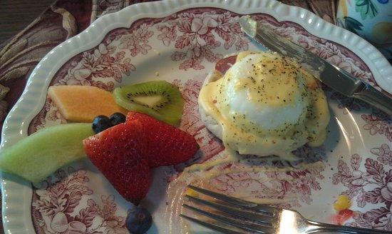 Back Creek Inn: The eggs benedict are sooo goood!