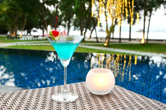 The Mangrove Panwa Phuket Resort: Cocktail by the pool