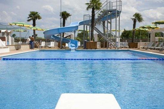 Hotel Francesca - Gobbi Hotels: Piscina con acqua scivolo