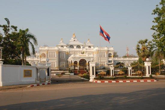 Presidential Palace: Flag & Palace