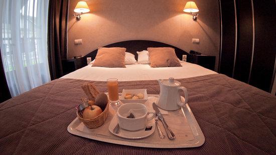 Hotel des Voyageurs : petit-déjeuner en chambre
