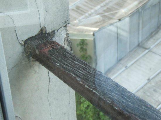 Hotel Montpellier: Tres dangereux l'appui de la fenêtre