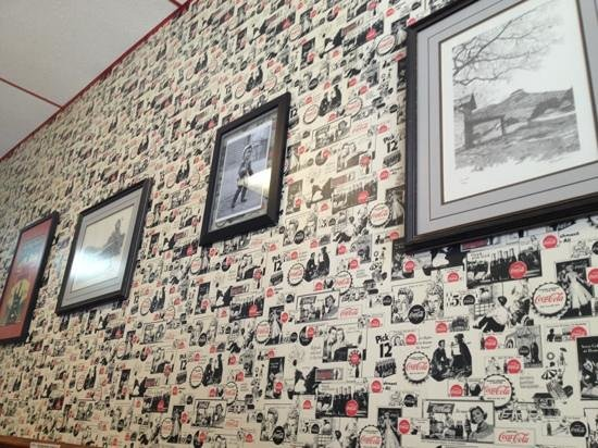 Leon's Burger Express : right wall .
