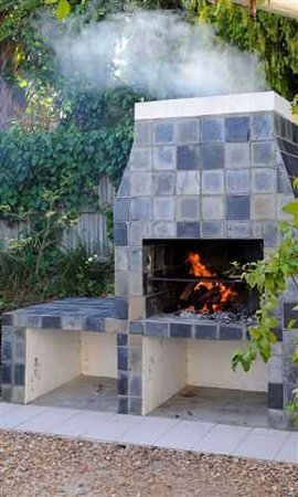 Somerset Villa Guesthouse: Braai/barbeque area