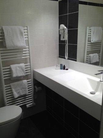 Hotel Le Saint-Georges: Salle de bain