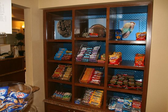 Hampton Inn & Suites Birmingham-Hoover-Galleria: Snack Shop