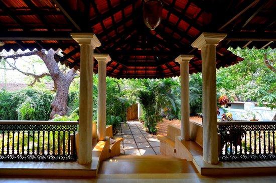 The Heritage Goa Hotel: Balcao