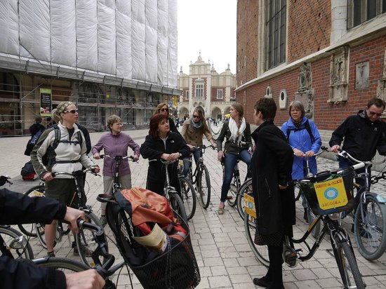 Krakow Bike Tour: Outside the St Mary's Church (Kosciol Mariaki)