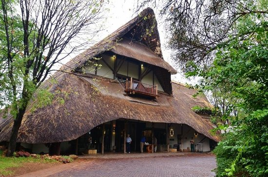 Victoria Falls Safari Lodge: Entrance Area