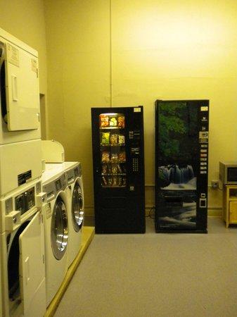 Casa Loma Hotel: laundry