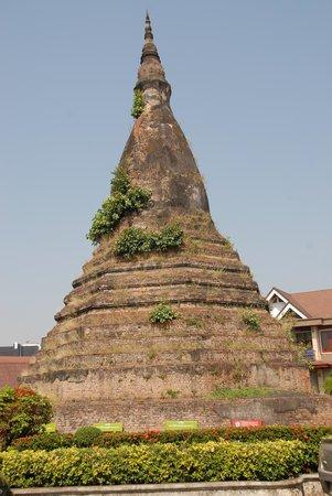 Black Stupa (That Dam) : a Brick Stupa - free