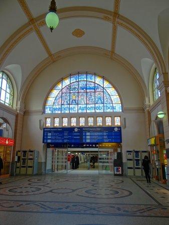 Subway mit Bahnhofshalle