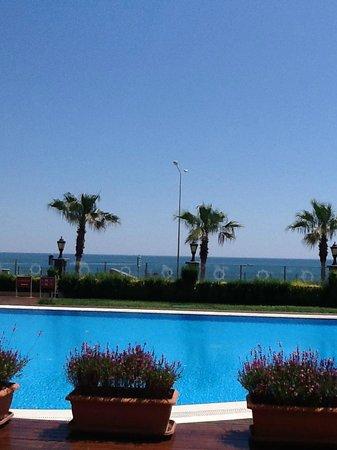 كراون بلازا هوتل أنطاليا: View of the beach