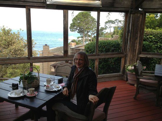 Tickle Pink Inn: Terrace for Breakfast - and Wine and Cheese afternoons