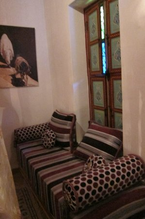 Riad Tamarrakecht: Bab Ighli room sitting area, second floor