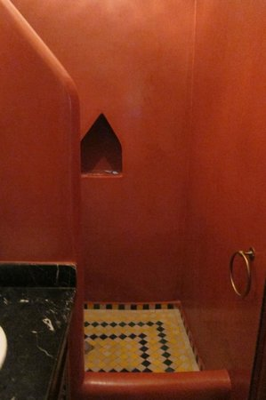 Riad Tamarrakecht: Bab Ighli room shower, second floor