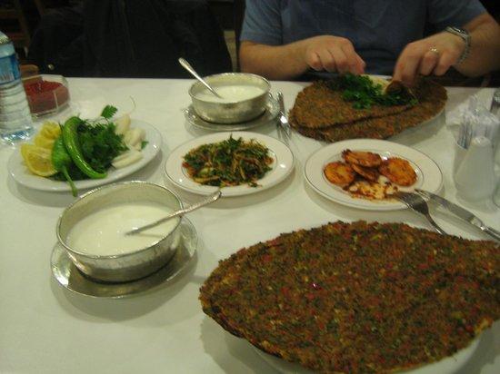 Imam Cagdas : lahmacun da ayran da lezzetliydi