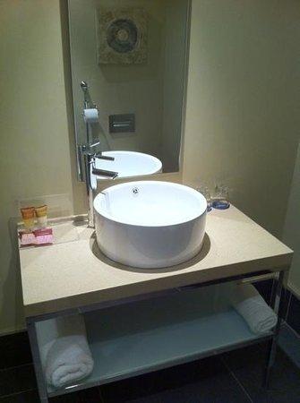 Protea Hotel by Marriott Transit O.R. Tambo Airport: Bad Ausstattung ohne Zahnbürste