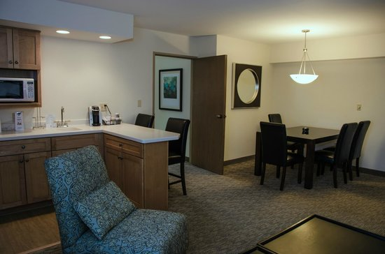 BEST WESTERN PLUS Inntowner Madison: Traditional Two Room Suite