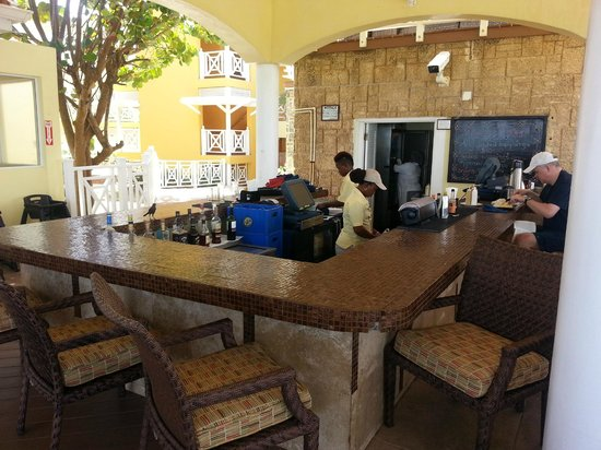 Magdalena Grand Beach & Golf Resort: dining area near main pool