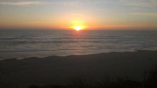 ستارفيش مانور أوشنفرونت هوتل: The view from our back patio, a perfect Oregon sunset