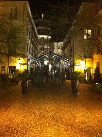 Hotel Les Jardins du Marais: Patio interno