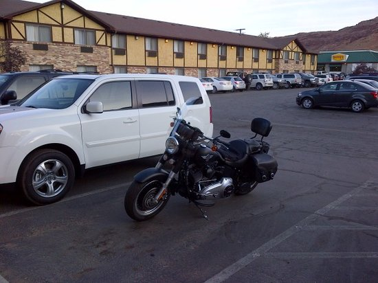 Super 8 by Wyndham Moab: Motorcycle Friendly people