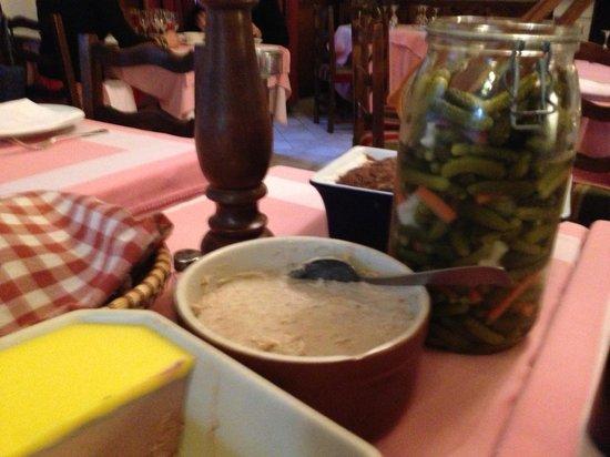 L'Auberge de la Mole: a choise of 5 pates/rillettes