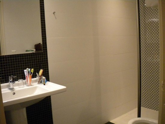 Nova Hotel Amsterdam: the big bathroom
