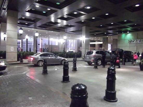 Sheraton Centre Toronto Hotel: outside