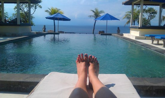 Uluwatu Cottages: Relax by the pool