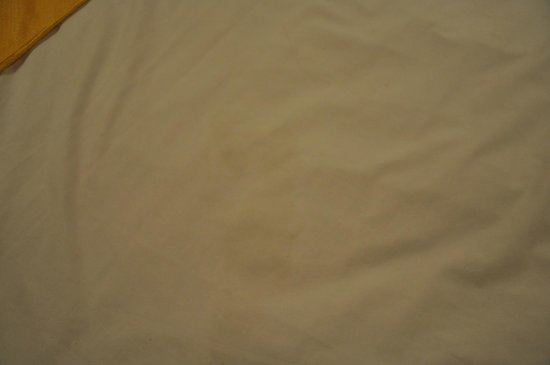 Sinclairs Darjeeling : stained bed sheet