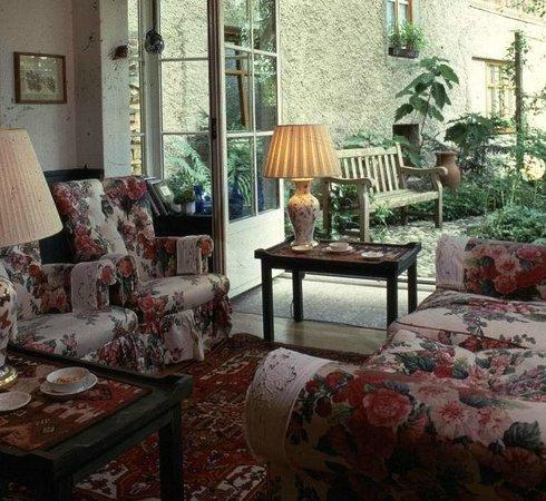 Landhaus Kellerwand Hotel: die Bar mit Blick zum Innenhof
