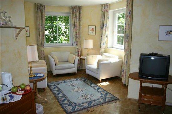 Landhaus Kellerwand Hotel: das Wohnzimmer einer Suite