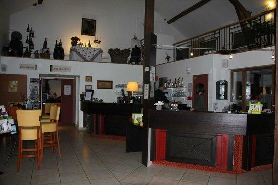 Logis Auberge des Moissons : Lobby area
