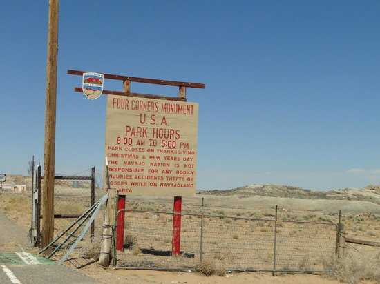 Four Corners Monument: Entry sign
