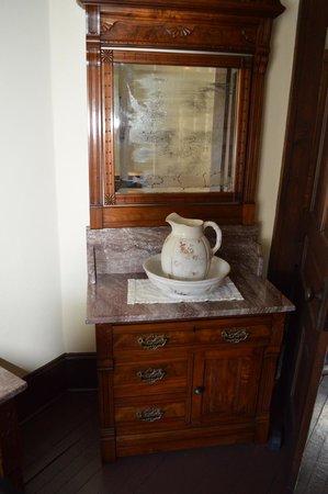 Thomas Wolfe Memorial: Furnishings