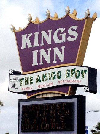 Kings Inn Hotel: Main Sign